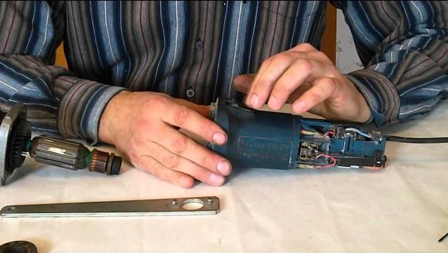 Щетки для болгарки (36 фото): особенности корщетки по металлу для ушм. как выбрать металлическую и нейлоновую модель? характеристики угольных и чашечных щеток