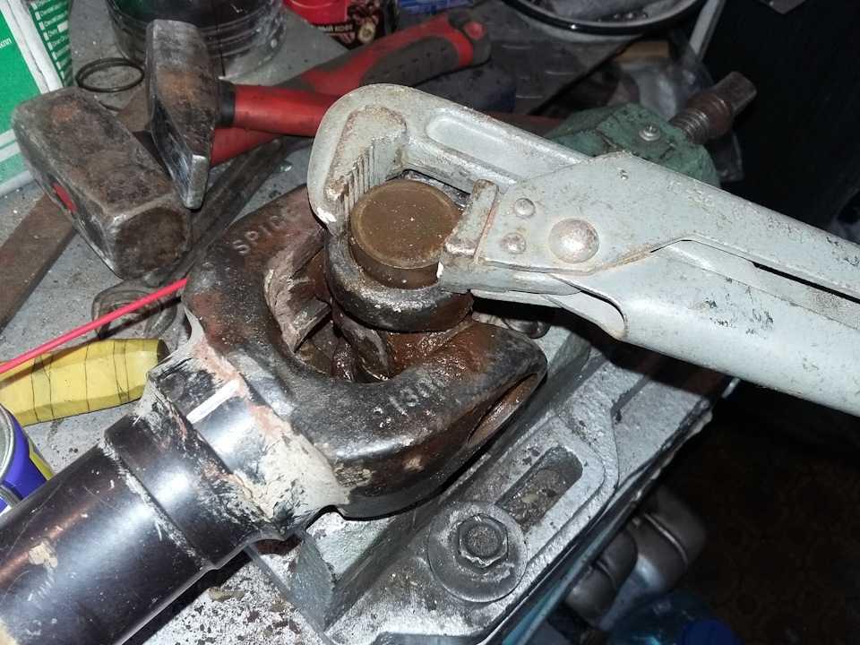 Как понять, что вашему автомобилю требуется замена крестовины карданного вала