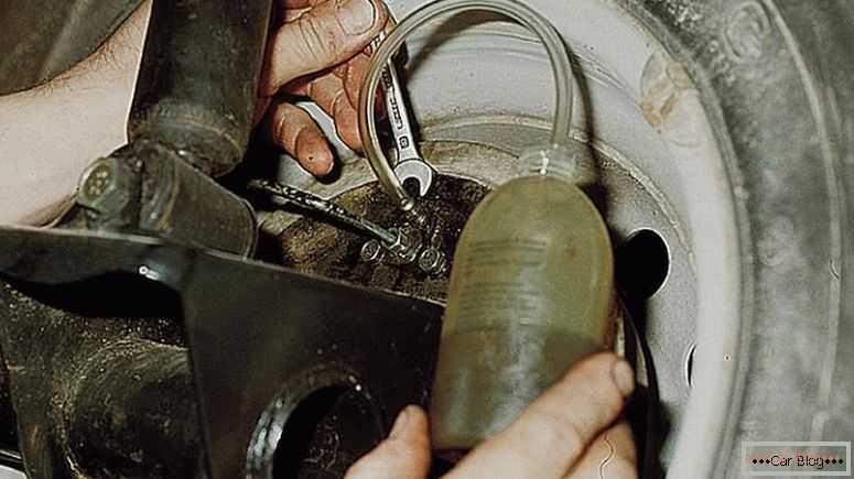 Прокачка тормозной системы автомобиля своими руками: инструкция
