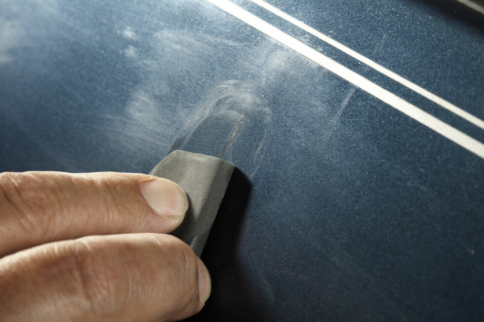 Чем заполировать царапину на машине
