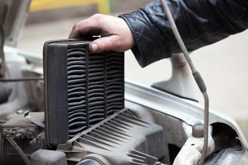 Как часто нужно менять воздушный фильтр двигателя?
