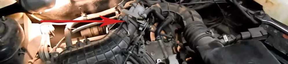 Двигатель глохнет после нажатия на педаль газа