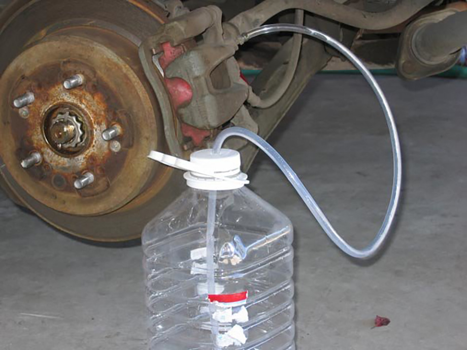 Как правильно прокачать тормоза на ваз 2110