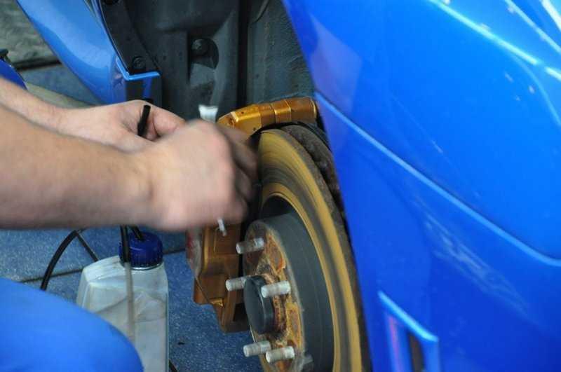 Как прокачать тормоза с абс (abs): пошаговая инструкция
