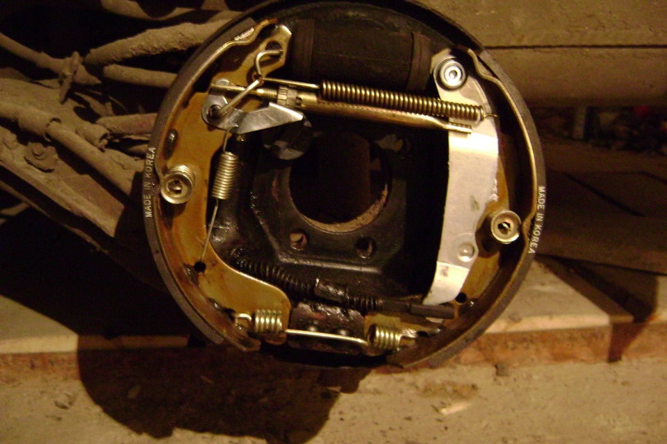 Замена колодок ниссан альмера подробная инструкция с фотографиями