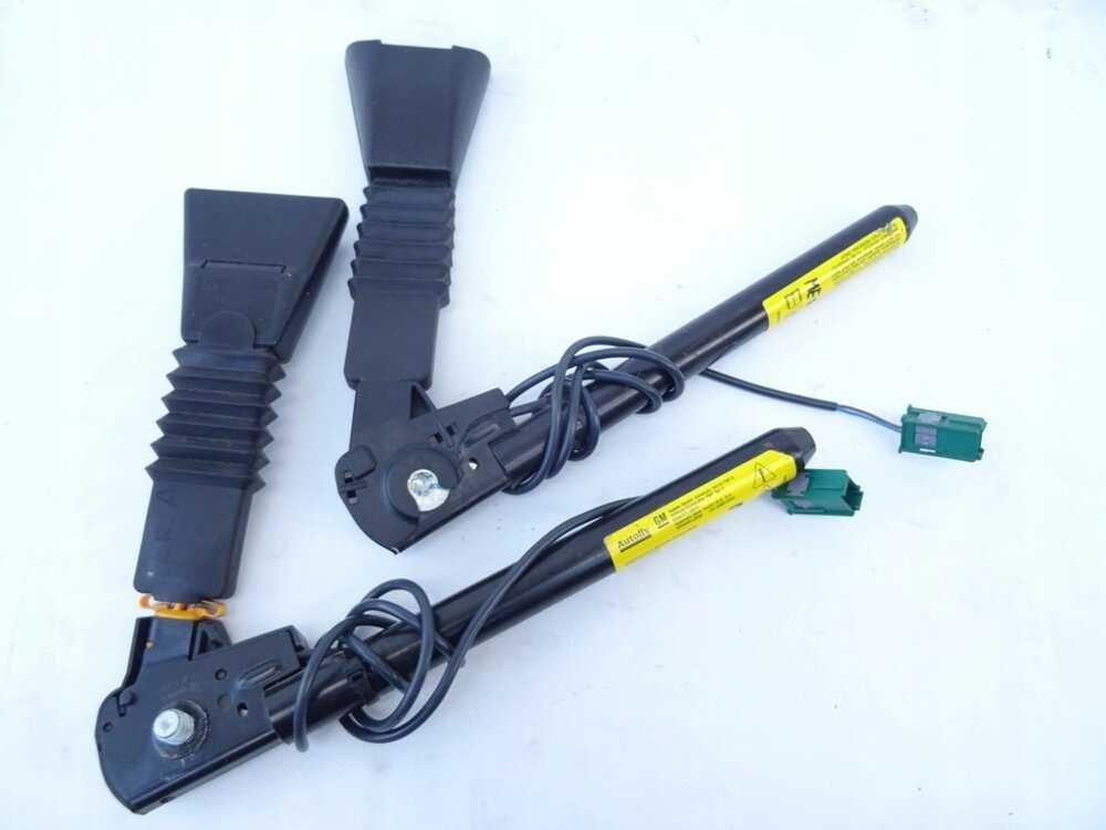 Как снять ремень безопасности - задний или передний, обшивку и фиксатор, почистить деталь