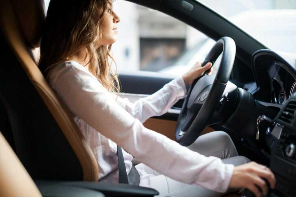 Мир на колесах: разрушаем мифы о девушках за рулём!