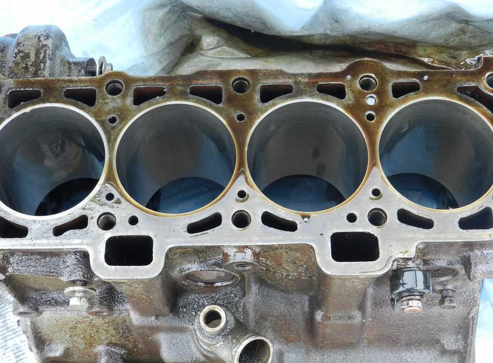 Замена цилиндро-поршневой группы автомобильного двигателя.