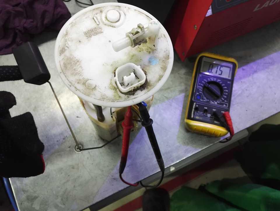 Что делать, если указатель неправильно показывает уровень топлива?