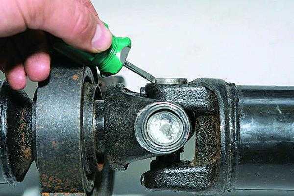 Как заменить крестовину карданного вала? пошаговая инструкция!
