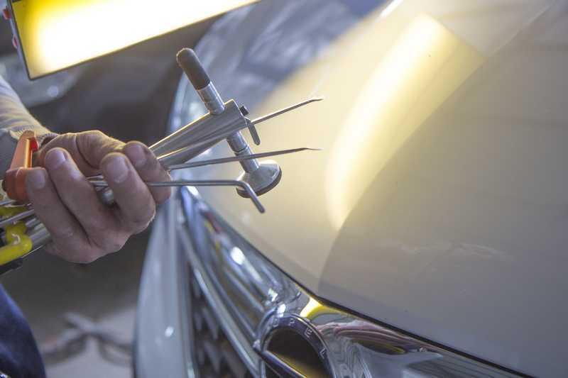 Ремонт и рихтовка капота своими руками: как выпрямить вмятины без покраски | dorpex.ru
