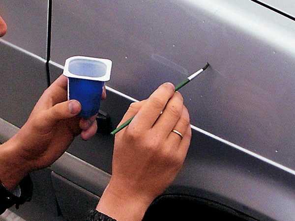 Как закрасить царапину на автомобиле своими руками