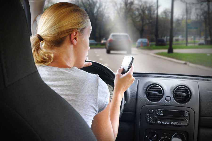 Зачем женщина садится за руль?
