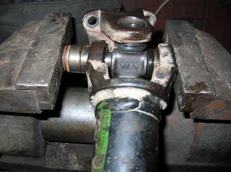 Замена карданного вала: когда необходима и как осуществить?
