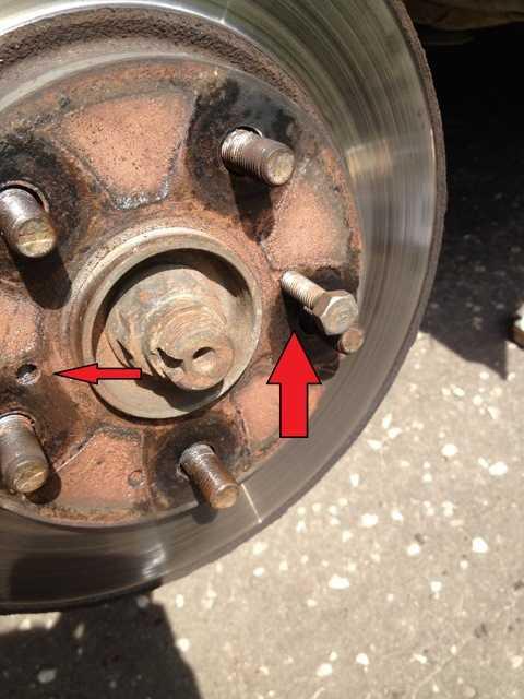 Замена тормозного диска и тормозных колодок toyota corolla в картинках