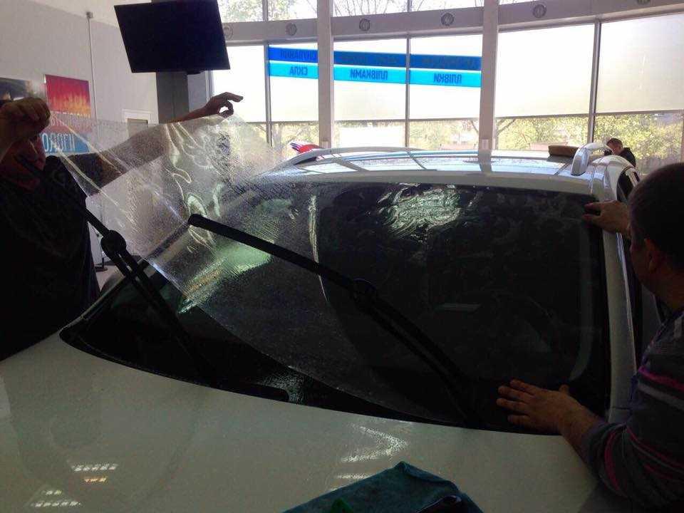 Ремонт сколов на лобовом стекле автомобиля своими руками: инструкция