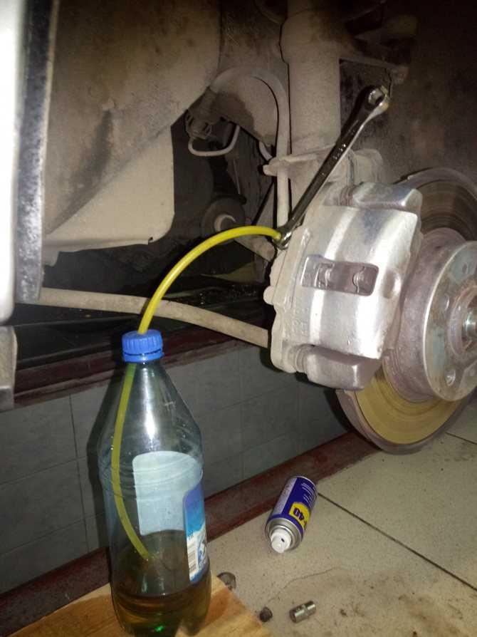 Прокачка тормозной системы   mazda 323   руководство mazda