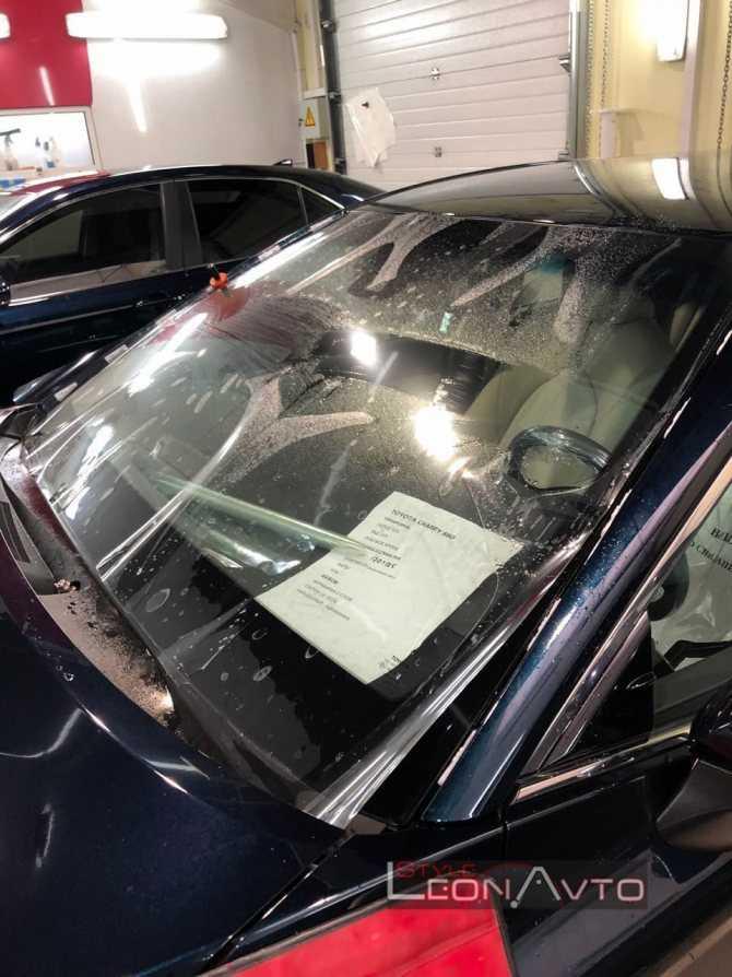 Советы по ремонту сколов, трещин и царапин на лобовом стекле своими руками, что делать с повреждением, можно ли остановить и прочее
