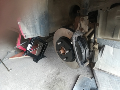 Замена передних тормозных дисков на toyota corolla e120
