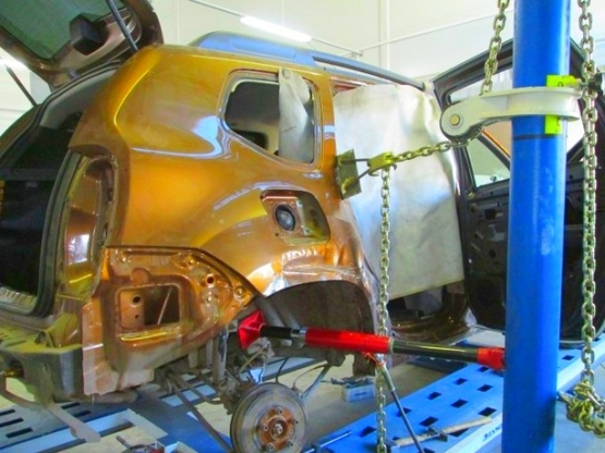Ремонт кузова на стапеле, восстановление геометрии автомобиля