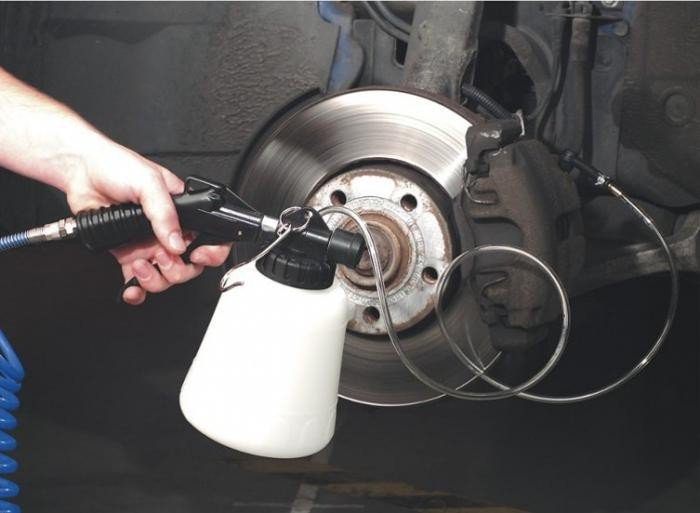 Самостоятельная прокачка тормозной системы. прокачка тормозной системы: пошаговая инструкция