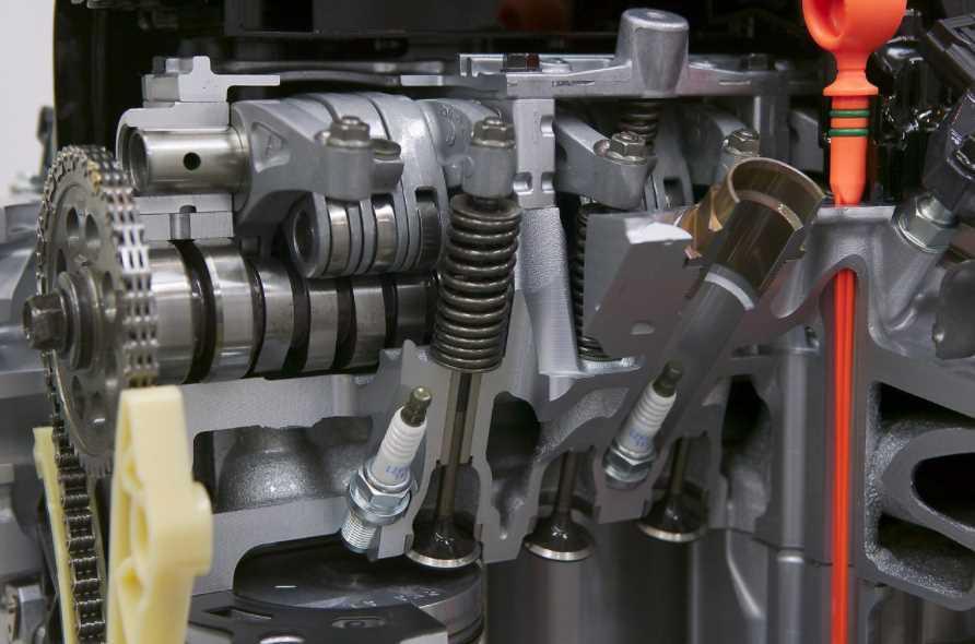 Стук в двигателе автомобиля: причины и как распознать