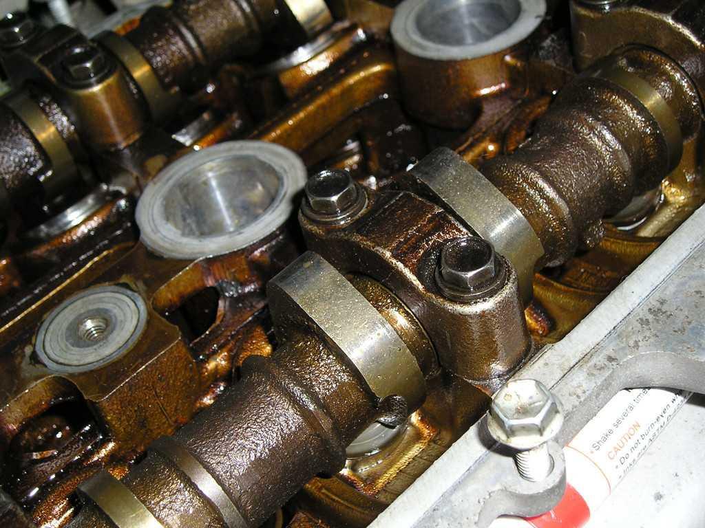 Стучит двигатель — самые распространенные причины и их решения