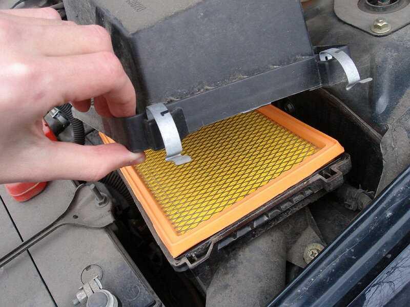 Замена воздушного фильтра двигателя, как выбрать и поменять своими руками, где находится, периодичность и регламент смены