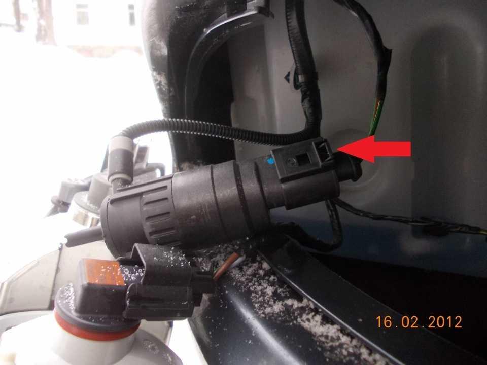 Как заклеить или заменить ёмкость омывателя автомобиля