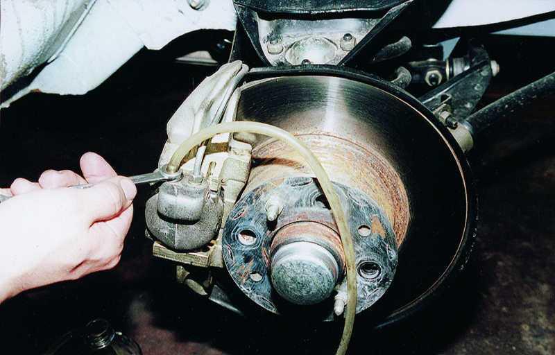 Как прокачать тормоза с абс? инструкция для 2 типов системы
