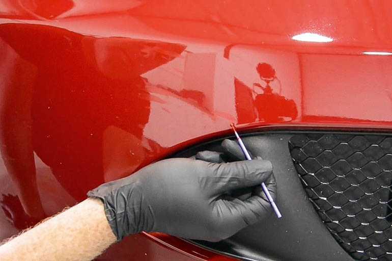 Чтобы убрать царапины с авто не надо покупать специальную полироль: скрыть дефекты позволят 5 простых средств