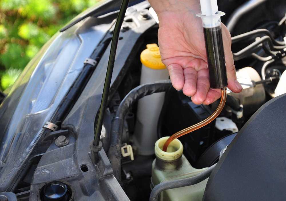 Как поменять масло в гидроусилителе руля своими руками?