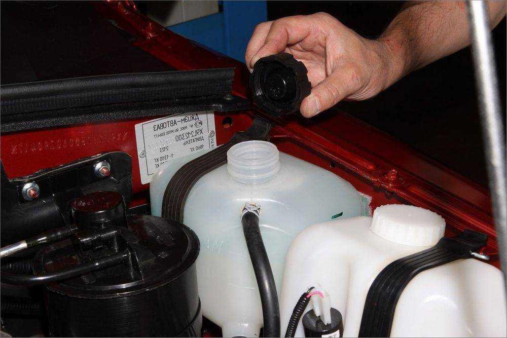 Замена охлаждающей жидкости в машине
