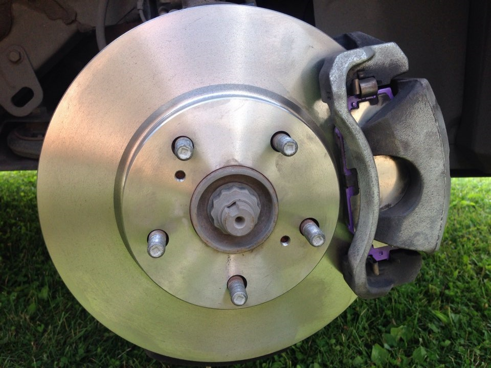 Тормозные диски тойота королла: правильная замена на моделях e150 выпущенные с 2008 года.