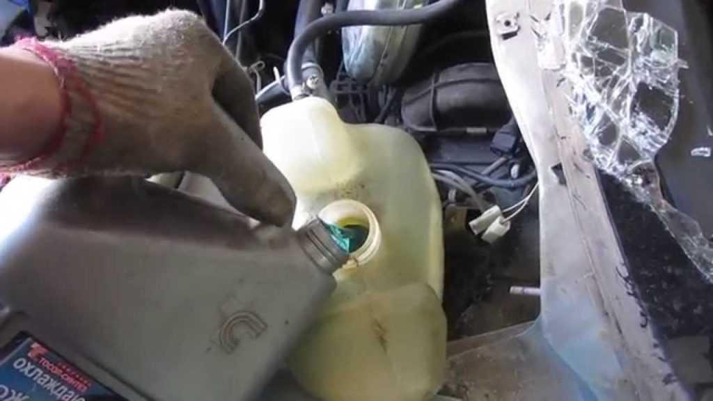 Как поменять охлаждающую жидкость, замена антифриза своими руками