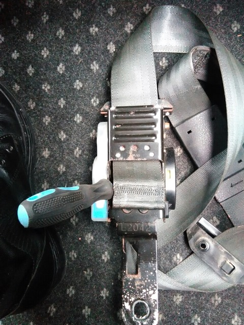 Установка ремней безопасности - задних и передних