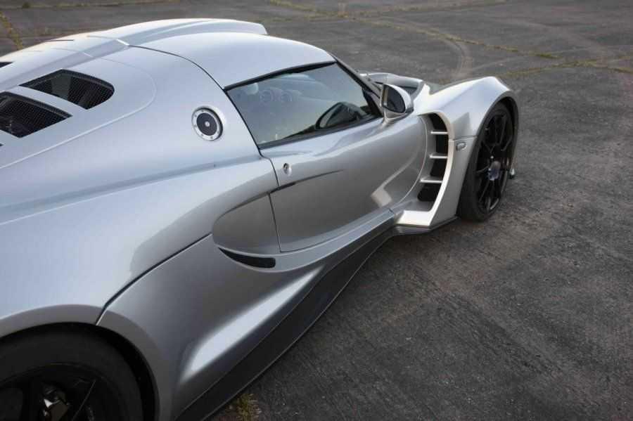 Топ 20 самых мощных и быстрых машин в 2021 году