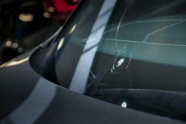 Устранение трещин и сколов на лобовом стекле — лучшие средства и методы