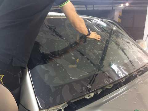 Инструкция по ремонту и заделке трещин лобового стекла своими руками