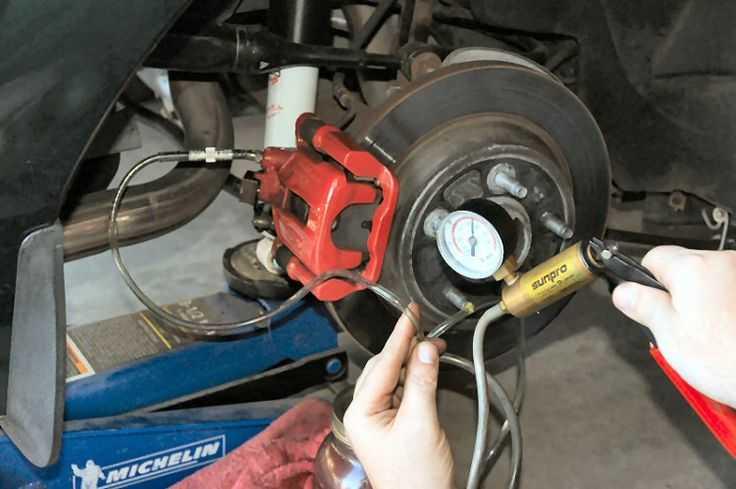 Mazda 626: удаление воздуха из тормозной системы - тормозная система - сервисное обслуживание и эксплуатация автомобиля mazda 626