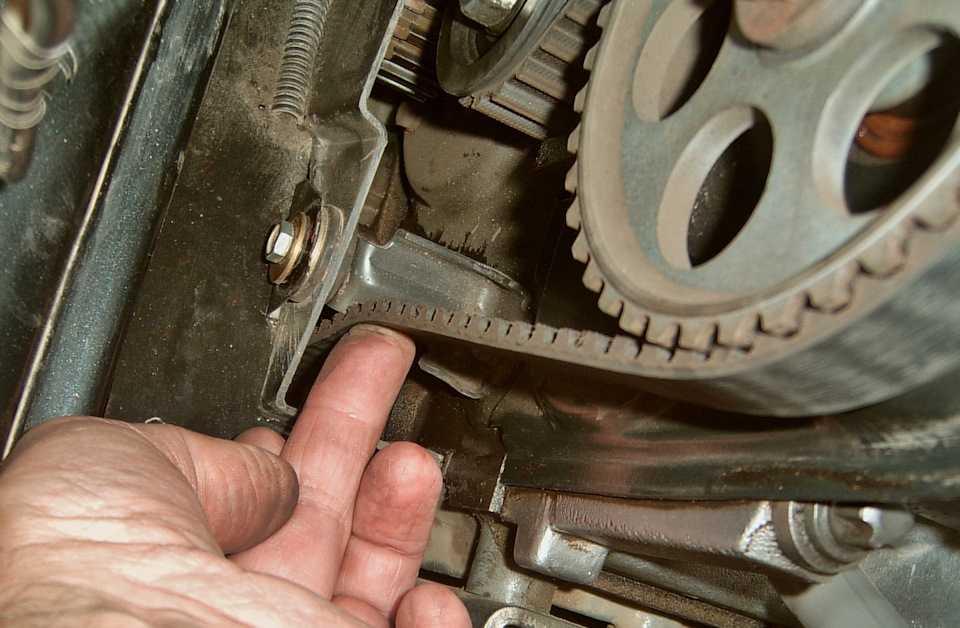 Авто ремень грм, натяжение ремня грм, замена ремня грм ролика помпы. регулировка и замена ремня грм
