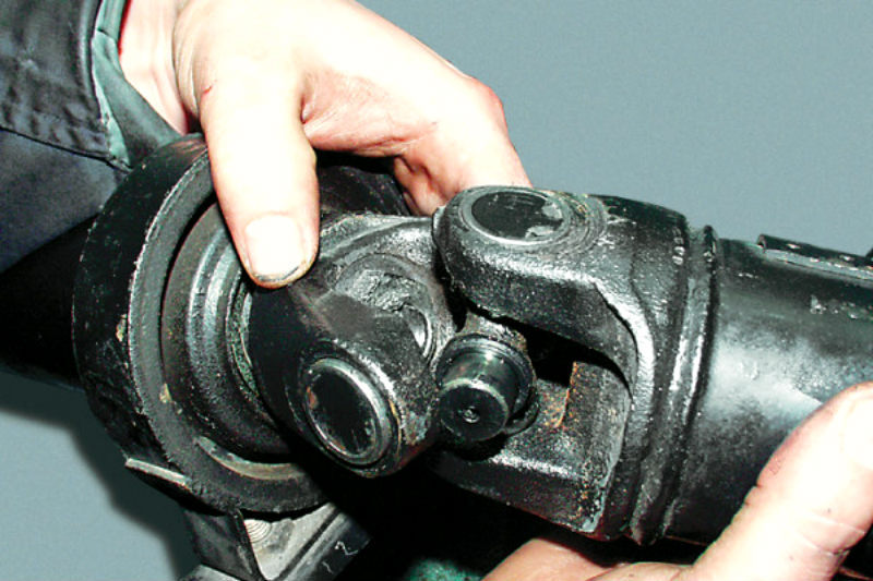 Как поменять крестовину на кардане ваз 2107