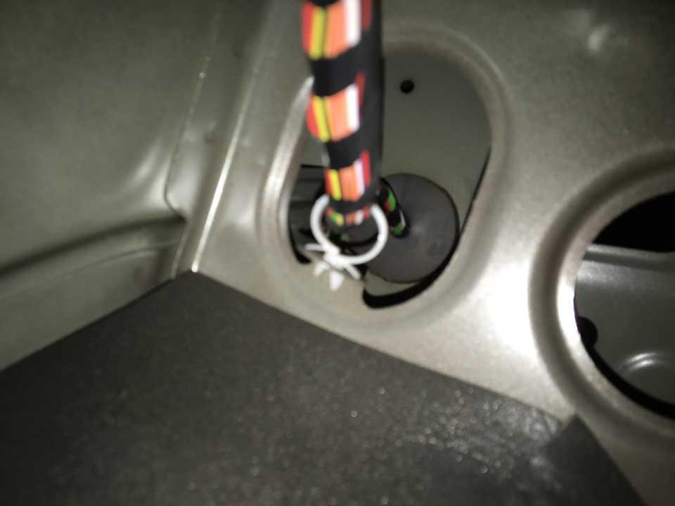Уменьшение звука двигателя автомобиля в салоне