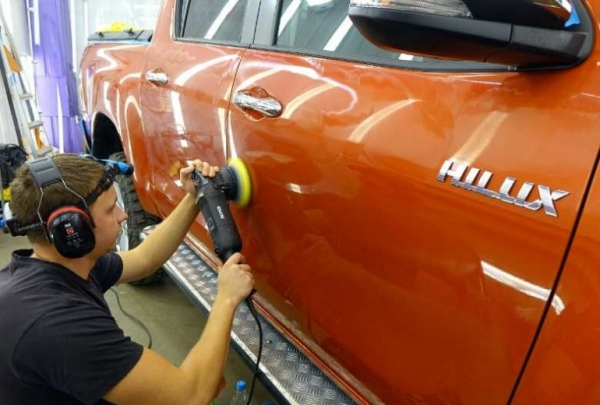 Мелкие царапины на стекле авто и как убрать их в гаражных условиях?