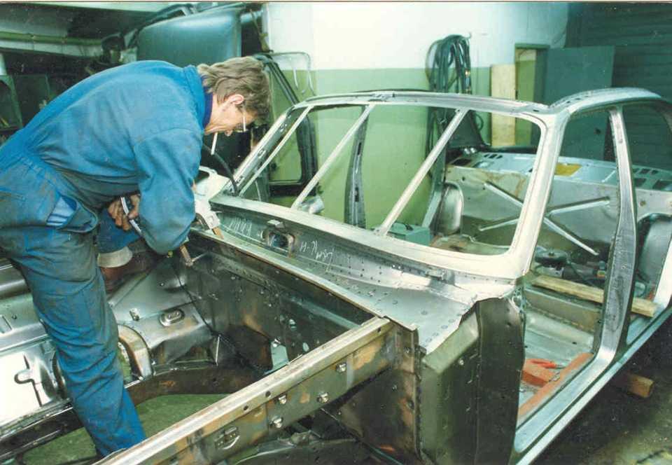 Ремонт двери автомобиля: виды повреждений и их удаление