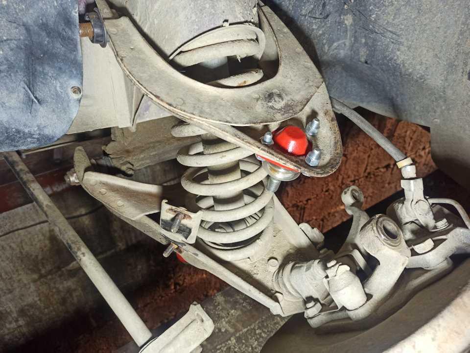 Как сжать пружину амортизатора без стяжек