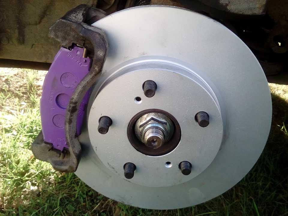 Замена тормозных дисков тойота королла своими руками