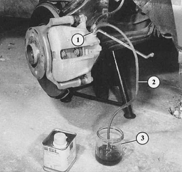 При прокачке тормозов надо ли заводить машину?